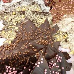 plaques de chocolats artisanaux cassées